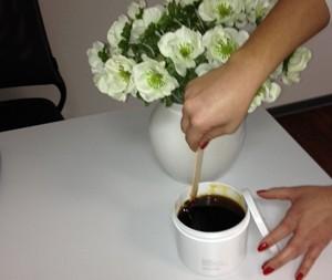 Haarentfernung mit Sugaring - Zuckerpaste